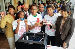 Rose Kirk, president of Verizon Foundation; Tony Lewis, vice president of State Government Affairs; Dr. David A. Wilson, president of Morgan State University; and Baltimore Mayor Stephanie Rawlings-Blake with students from the Minority Male Makers Program.